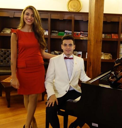 Genç Bestekar GÜNEŞ YAKARTEPE Akustik Kuyruklu Piyano Genç Piyanist Yeni Besteler KonserResitali Web Site Besteci Piyanist