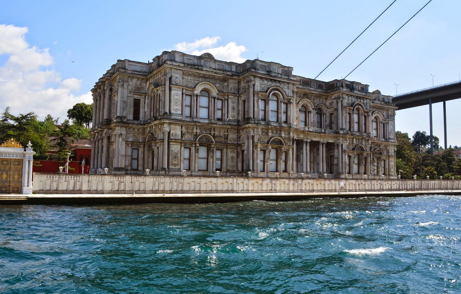 Mparatoriçe Eugénie'nin İstanbul Ziyareti Sırasında Kaldığı Beylerbeyi Sarayı