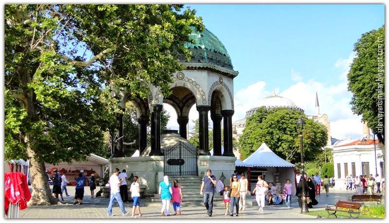 Alman Çeşmesi İstanbul Sultanahmet Meydanı Sultan I. Ahmed Türbesi Yakınındaki çeşme. Alman İmparatoru Sultana Ve İstanbula Hediyesi. Almanyada Yapılıp 1901de İstanbul Montaj Edildi 2
