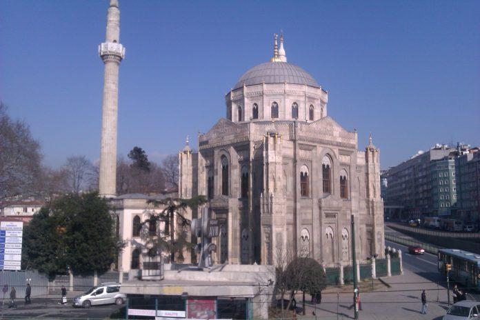Pertevniyal Valide Sultan Camii Abdülazizin Annesi Osmanlı Eserleri