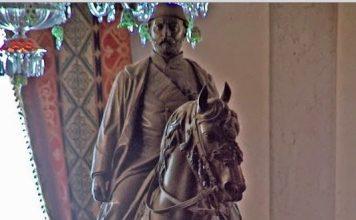 Sultan Abdülaziz 1871 C. F. Fuller Adlı Sanatçıya At üstünde Bir Heykelini Yaptırmıştır. ABDÜLAZİZ HEYKELİ