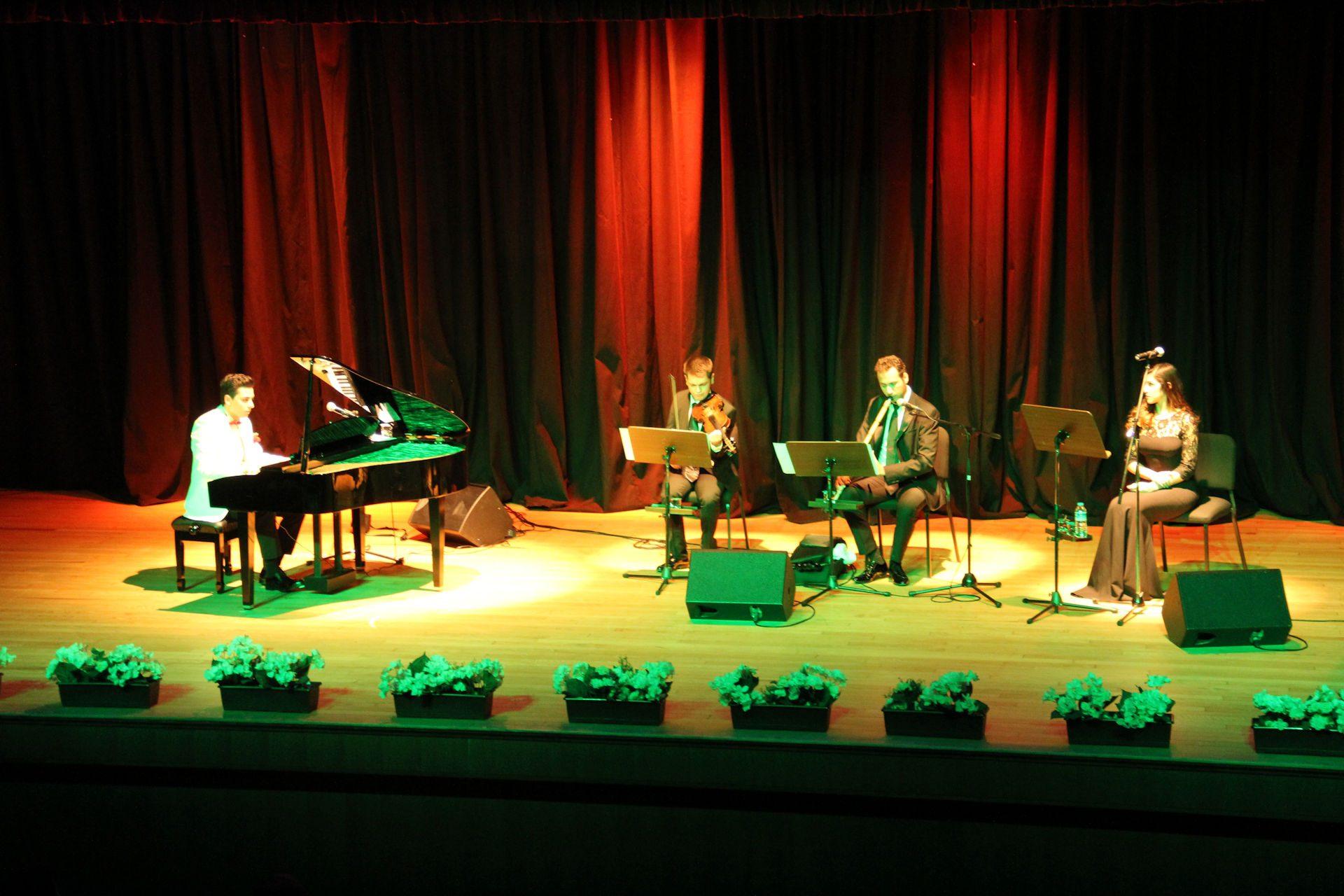 Piyanist Güneş Yakartepe Piyano Tuşlarından Farklı Ezgiler Şarkılar Ve Bestelerim Müzik Konseri İ.B.B. Kültür Merkezi Konser Salonu 12